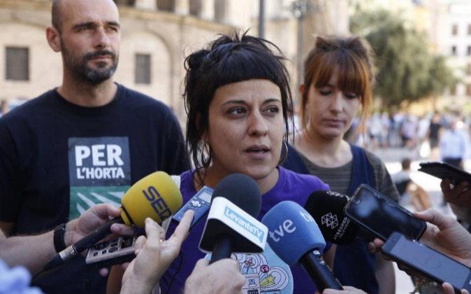 La diputada de la CUP, Anna Gabriel, en la Plaza de la Virgen de...