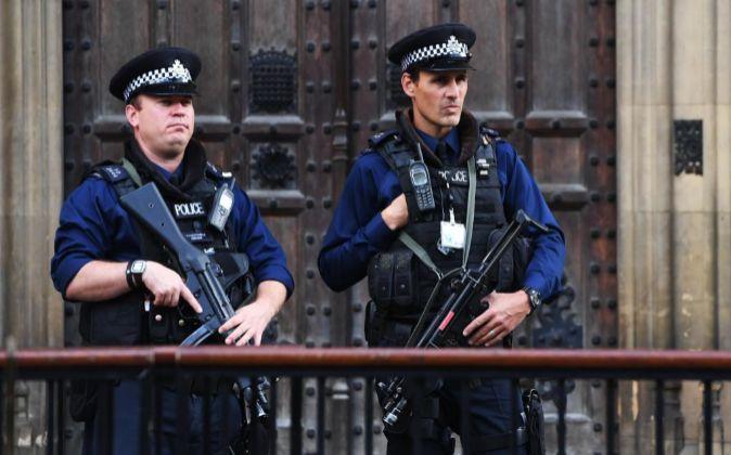 Policía patrullando días después del atentado.