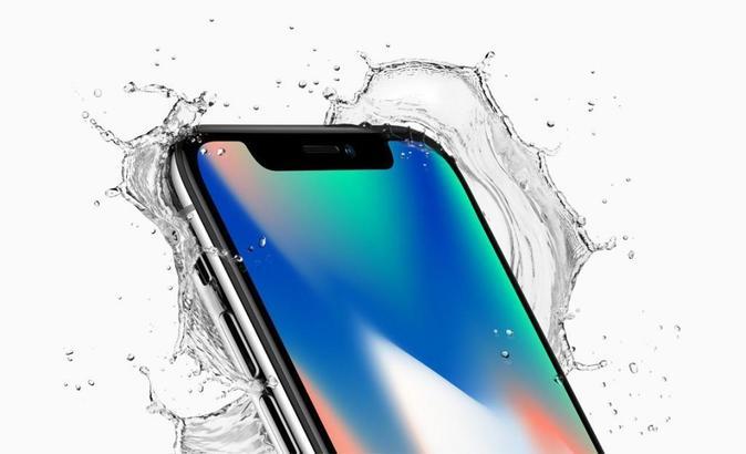 El iPhone X de Apple salpicado por agua en la presentación del 12 de...