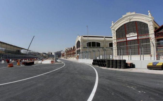 Los tinglados del Puerto de Valencia se reconvirtieron en boxes.