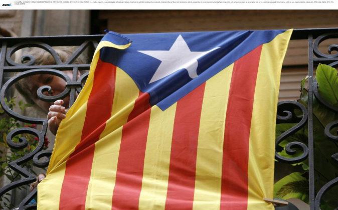 Bandera independentista de Cataluña en un balcón de Barcelona.