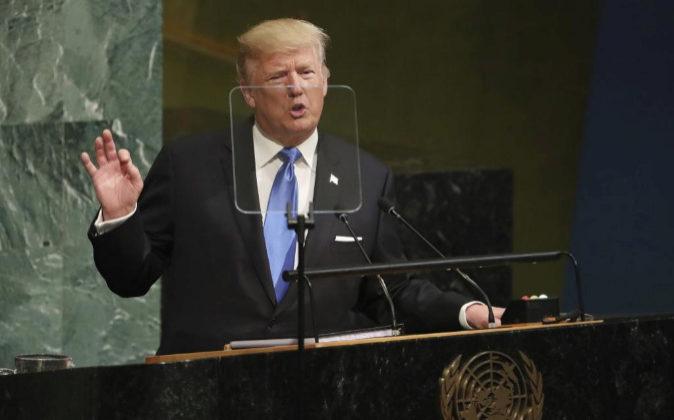 El presidente estadounidense Donald J. Trump pronuncia un discurso...