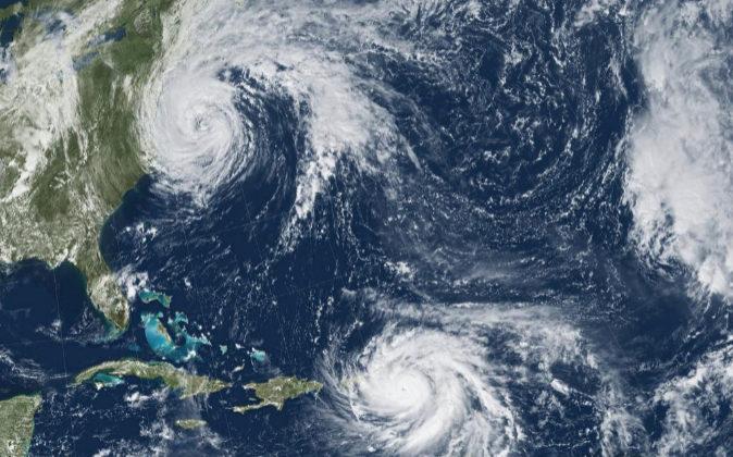 Fotografía tomada por la NASA desde el satélite GOES-13 de los...
