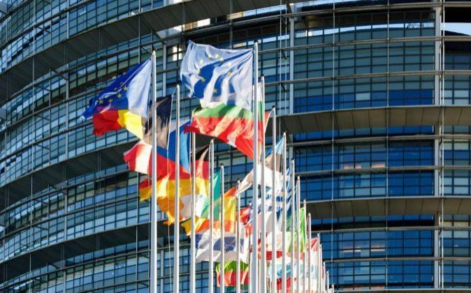 Banderas de los países pertenecientes a la zona euro en Bruselas.