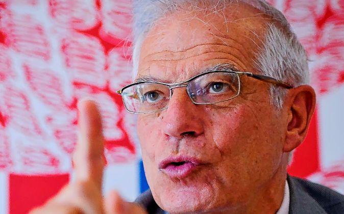 Josep Borrell fue ministro en varios Gobiernos socialistas y...