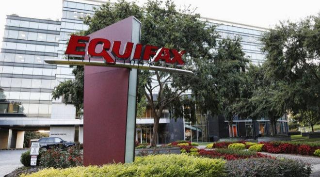 Vista general del edificio de Equifax en Atlanta, Georgia (Estados...