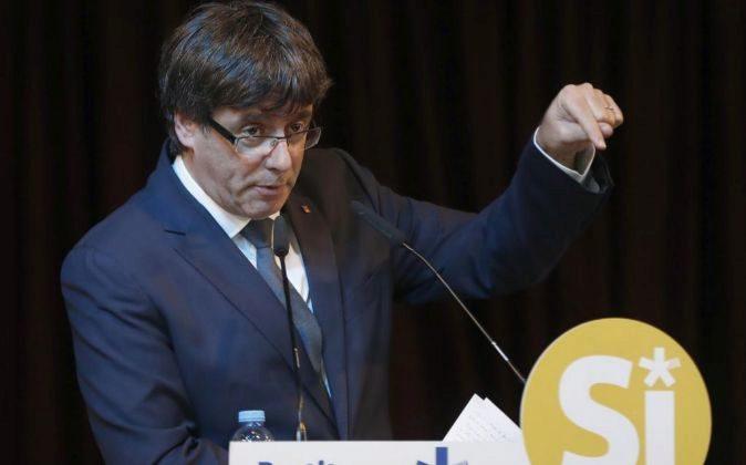 El presidente de la Generalitat, Carles Puigdemont, durante su...