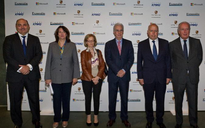 De izquierda a derecha: Francisco Uría, socio de KPMG; Ana I. Pereda,...