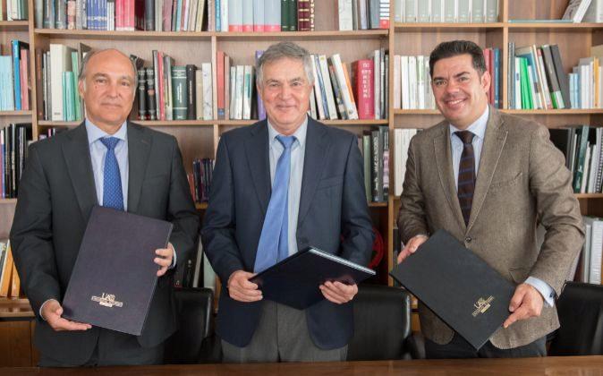 De izquierda a derecha, Enrique Alonso Consejero Delegado Grupo Alter,...