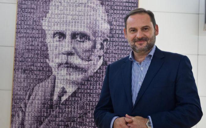 José Luis Ábalos, secretario de Organización del PSOE, posa en el...