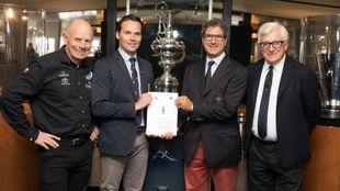 Los resposanbles del Team New Zealand, Royal New Zealand Yacht...