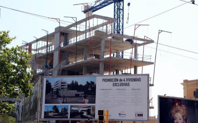 Foto de archivo de la construcción de unavivienda de lujo en Avenida...