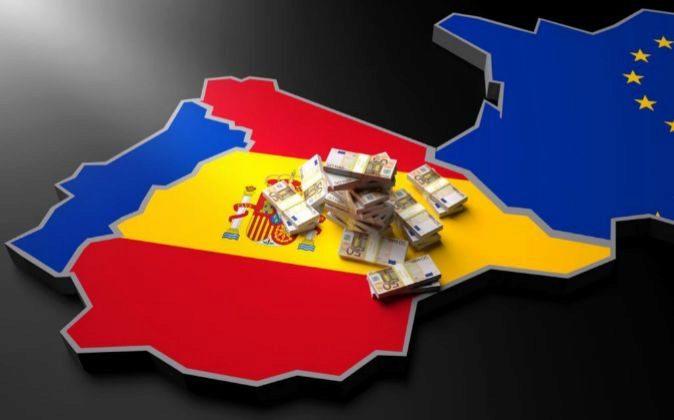 Mapa de España con fajos de billetes de euro.