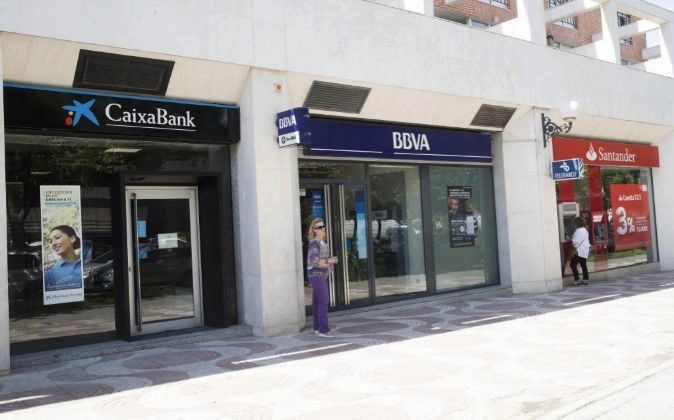 Fotos Sucursales de La Caixa, BBVA y de Banco Santander en la Avenida...