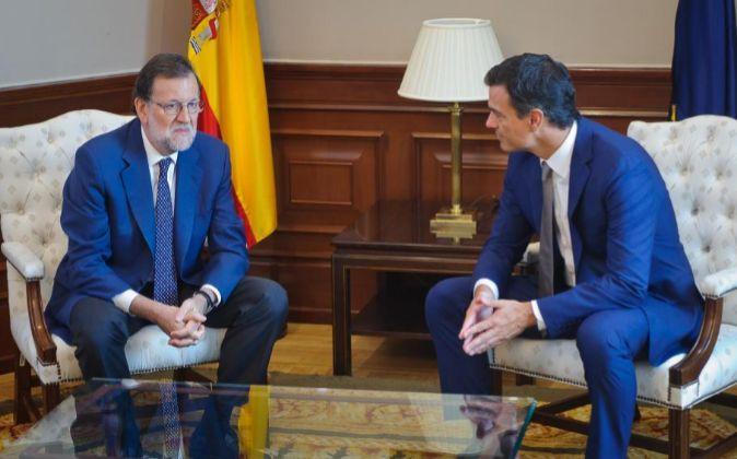 Reunión de Mariano Rajoy (PP) y Pedro Sánchez (PSOE).