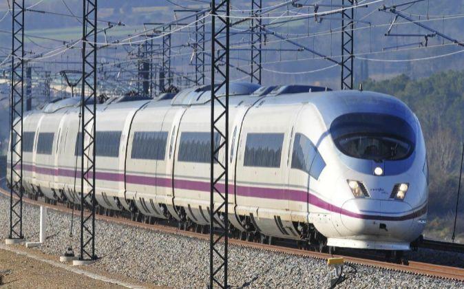 Tren de la línea del AVE Barcelona-Girona-Figueres.