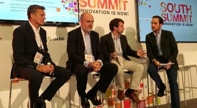 De izquierda a derecha: José Ángel Sandín, CEO de la editorial...