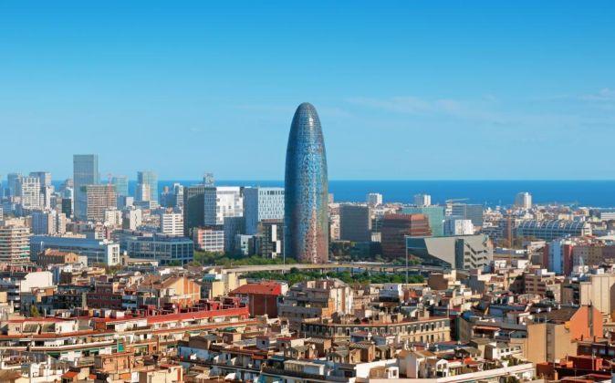 Skyline de Barcelona, con Torre Gloriés, propiedad de Merlin.