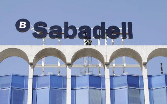 Edificio de Banco Sabadell en Alicante, en el edificio que ocupaba la...