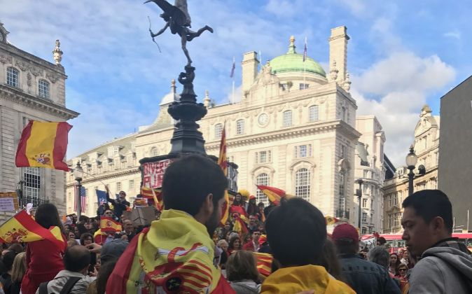 Manifestación en Piccadilly Circus a favor de la unión de España y...