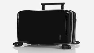 La maleta fabricada con <strong>policarbonato de Makrolon</strong>,...