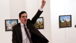 1. Fotografía del año: An Assassination in Turkey. Burhan Ozbilici...