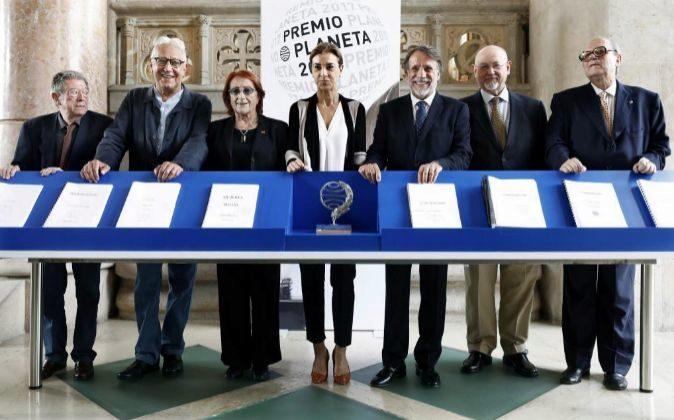 El presidente del Grupo Planeta, Jose Creuheras (c), Alberto Blecua...