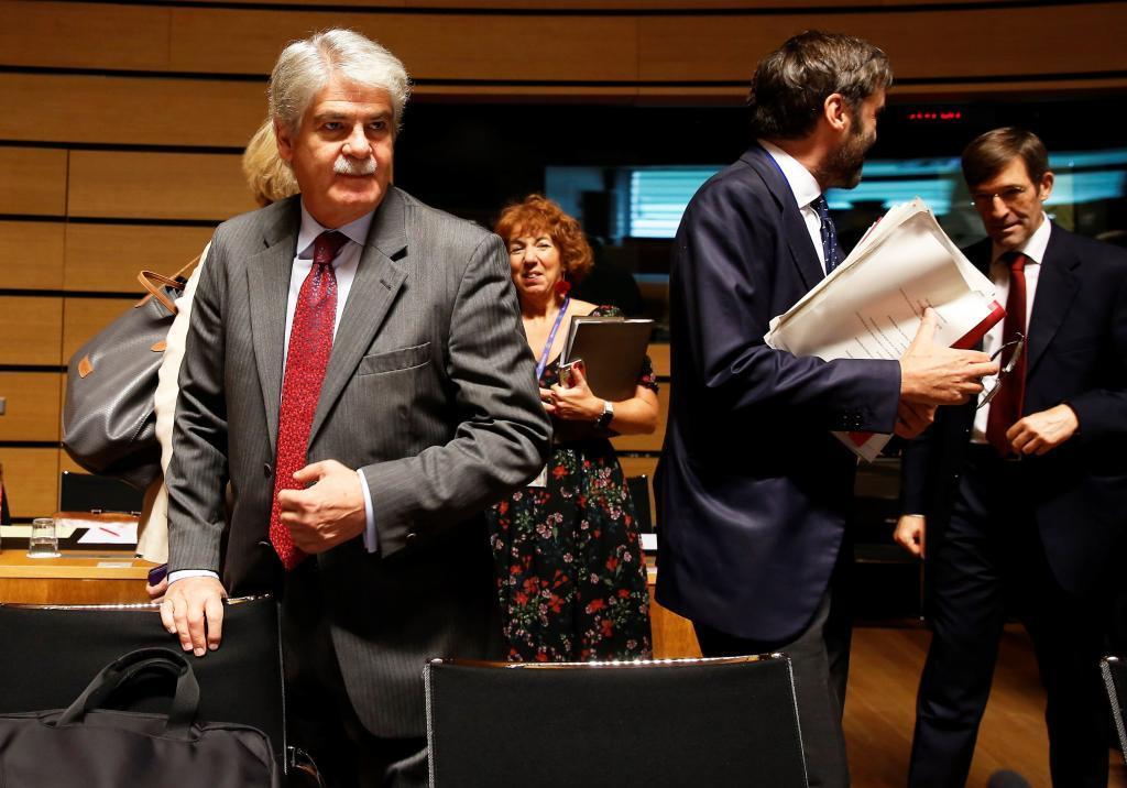 El ministro de Exteriores, Alfonso Dastis, a su llegada al Consejo de...