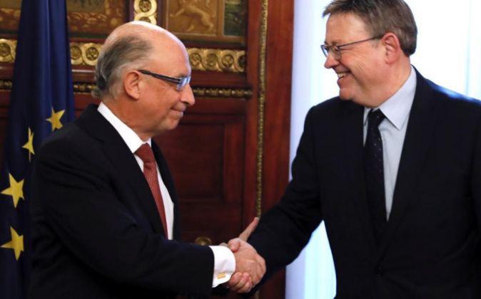 El presidente de la Generalitat, Ximo Puig, y el ministro de Hacienda,...