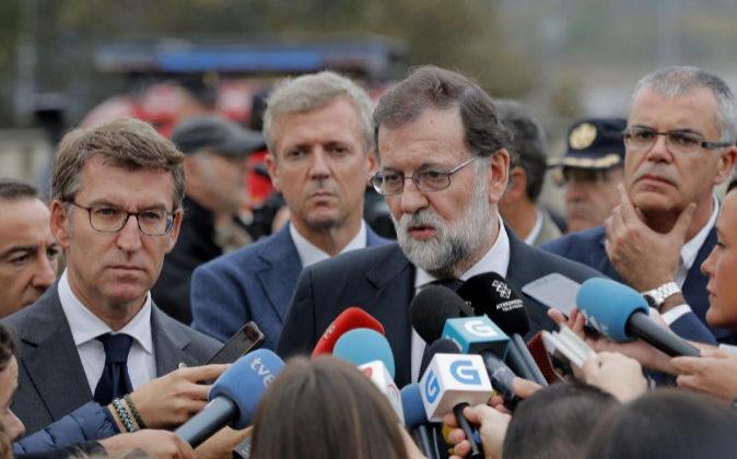 El presidente del Gobierno, Mariano Rajoy, acompañado por el...