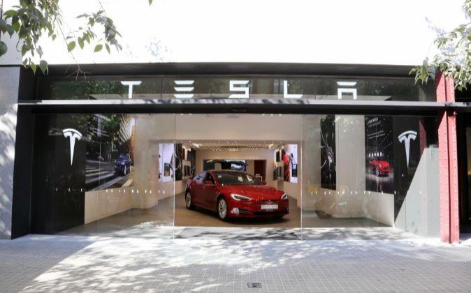 Imagen de la tienda de Tesla en Barcelona.
