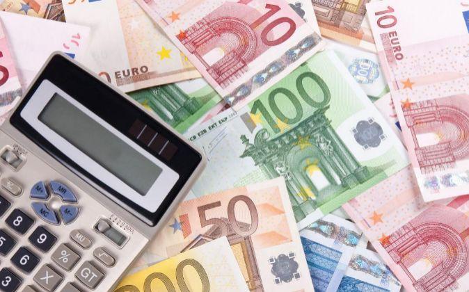 Imagen de billetes y una calculadora
