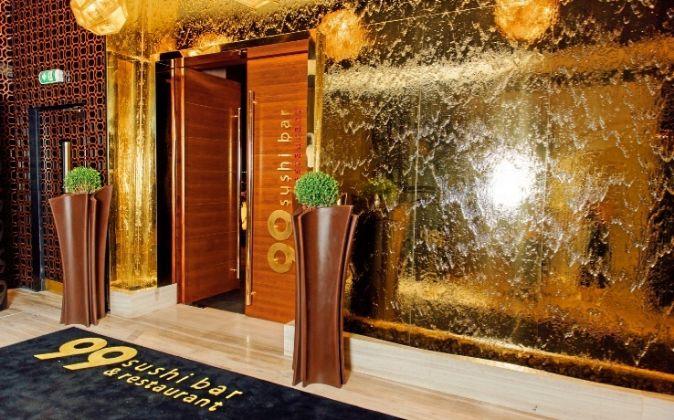 La entrada de 99 Sushi Bar Abu Dhabi, en el hotel Four Seasons.