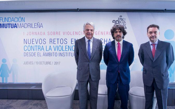 De izqda. a dcha., el presidente de la Fundación Mutua, Ignacio...