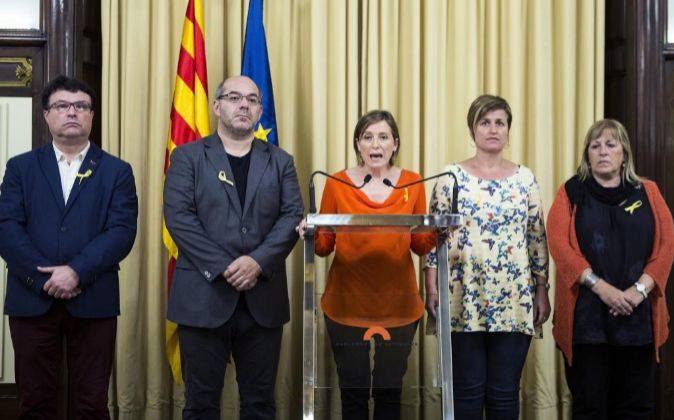 La presidenta del Parlament de Cataluña, Carme Forcadell (c).