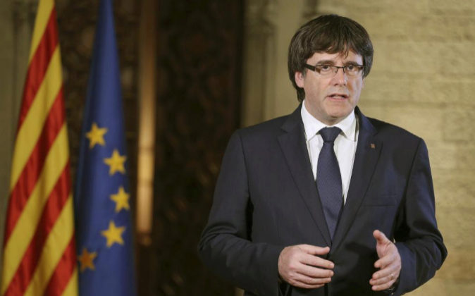 Puigdemont hoy durante su discurso institucional en el Palau de la...