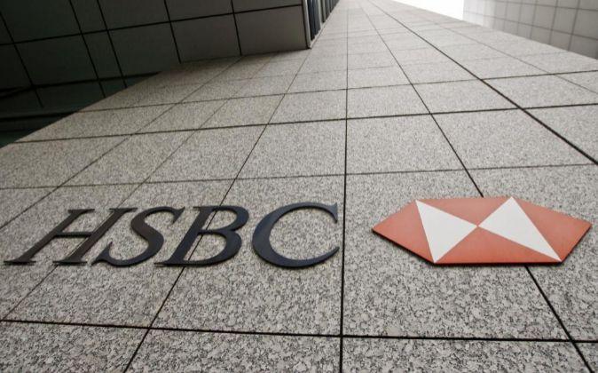 Un logo del grupo bancario HSBC en su oficina central.