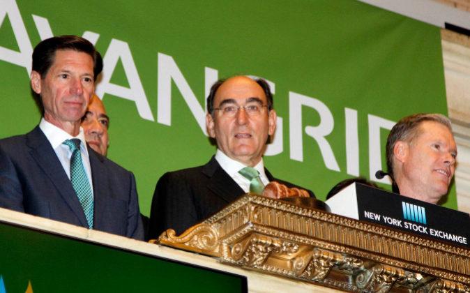 En el centro, Ignacio Sánchez Galán, presidente de Iberdrola, matriz...