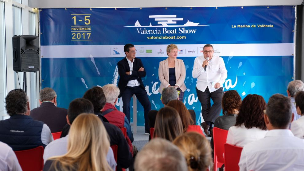 El director del Valencia Boat Show, Fernando Jiménez; la diputada...