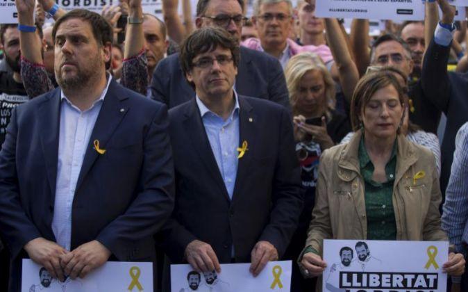 Oriol Junqueras, Carles Puigdemont y Carme Forcadell, en la...