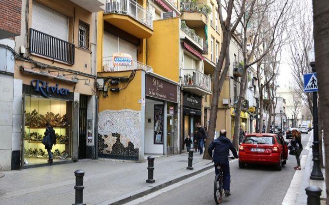 Comercios en un barrio de Barcelona.