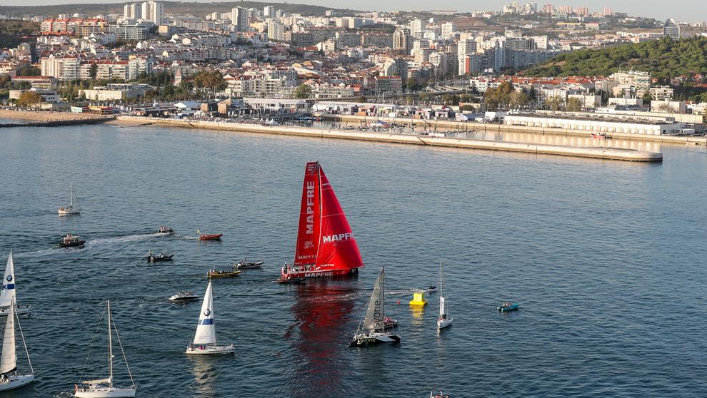 La embarcación del Mapfre entrando en el puerto de Lisboa.   Ainhoa...