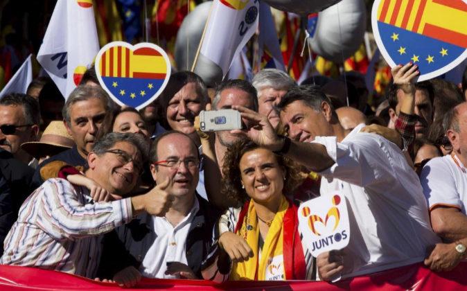 El delegado del Gobierno en Cataluña, Enric Millo; el primer...