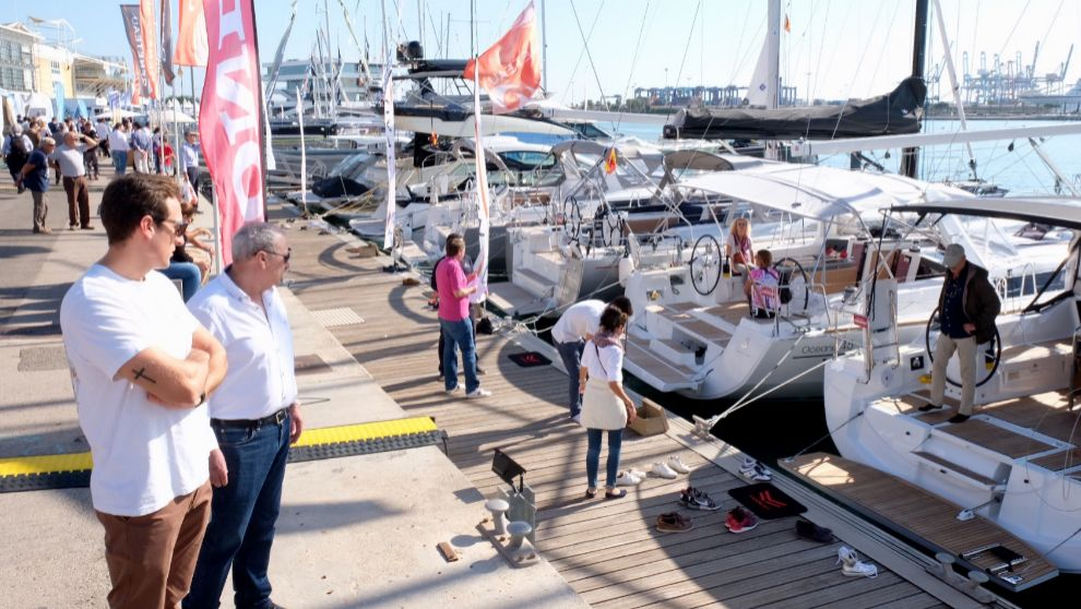 Visitantes del Valencia Boat Show 2017, durante la jornada inaugural....