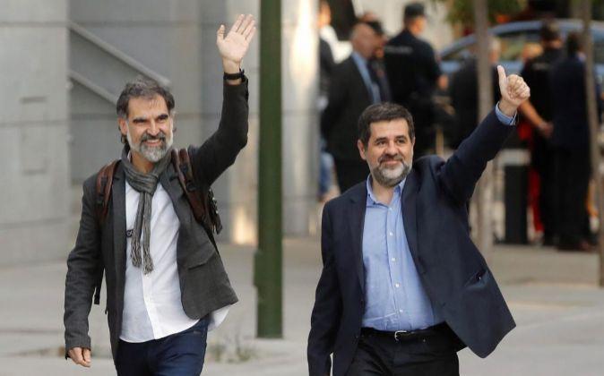 Los presidentes de la Asamblea Nacional Catalana, Jordi Sànchez, d.,...
