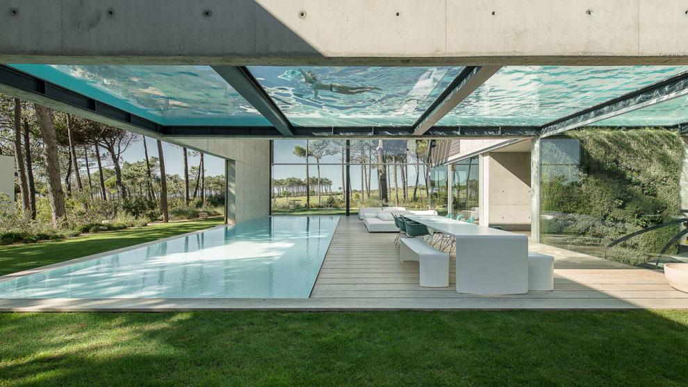 La casa m s espectacular de portugal una villa en cascais con piscina flotante de suelo de cristal - Cristales para piscinas ...