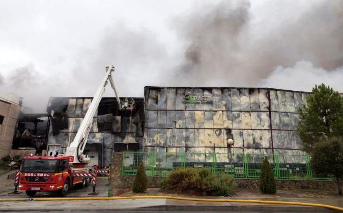La fábrica ha quedado esta madrugada destruida por las llamas de un...