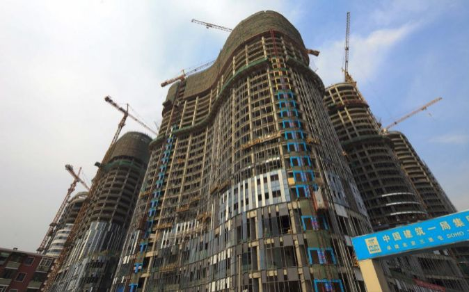 Gran complejo de oficinas en construcción en el centro financiero de...