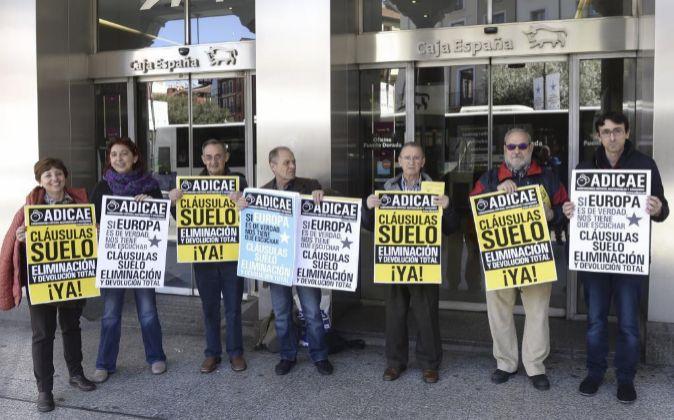Manifestantes en contra de las cláusulas suelo.