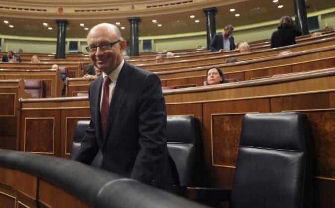El ministro de Hacienda, Cristóbal Montoro, hoy durante la sesión de...